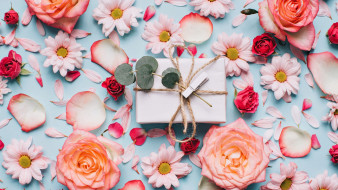 праздничные, подарки и коробочки, лепестки, розы, подарок
