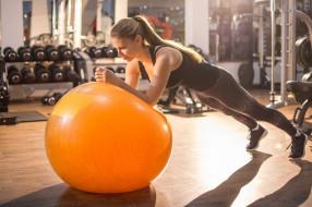 спорт, фитнес, фитнесс, мяч, кроссовки, штаны, для, йоги, черный, топ, конский, хвост, длинные, волосы, спортзалы