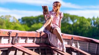 поза, лодка, книга