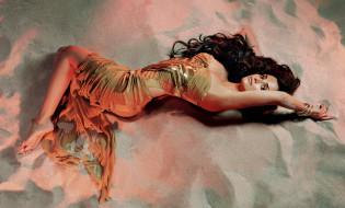 платье, песок, брюнетка, браслеты, актриса