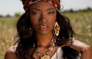 девушка, причёска, лицо, темнокожая, мулатка, модель, платок, украшения, взгляд, макияж, бижутерия