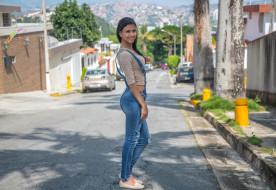 макияж, взгляд, улица, джинсы, комбинезон, Denisse Gomez, поза, брюнетка, красотка, девушка