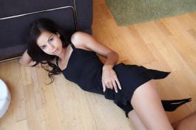 Livia A, брюнетка, платье, пол