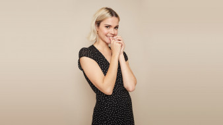 Maya Mitchell, блондинка, улыбка, платье