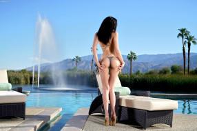 вода, бассейн, стоит, спина, фонтан, поза, красотка, брюнетка, модель, девушка, Ariana Marie