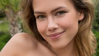 девушка, Laura Angelina, модель, красотка, лицо, светловолосая, макияж, улыбка, взгляд, портрет, лицо