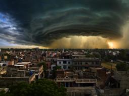 обои для рабочего стола 2559x1912 города, - здания,  дома, метеорологическое, явление, грозовые, облака, здания, хмурое, небо, пакистан