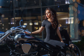 Kira Petrova, девушка, мотоцикл, модель, брюнетка, красотка, стройная, поза, взгляд, макияж, флирт, сексуальная, Кира, Петрова