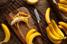 доска, нож, бананы
