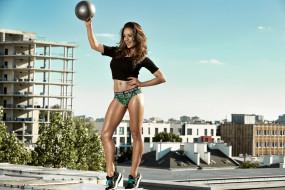 спорт, фитнес, красотка, тренировка, поза, мышцы, стройная, брюнетка, модель, мяч, подтянутая, девушка