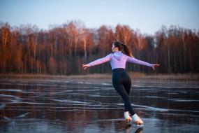 модель, замерзшее озеро, свитер, озеро, брюнетка, природа, танец, лед, конский хвост, коньки, леггинсы