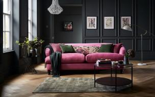 подушки, диван, столик
