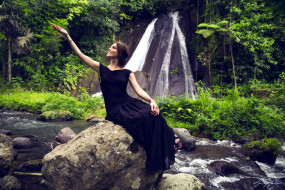музыка, сати казанова, певица, платье, камни, водопад