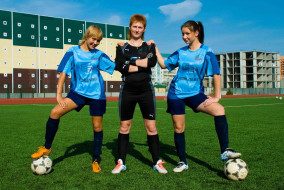 футбол, спорт, стадион, спортсменки, девушки, мячи