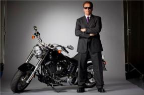 мужчины, arnold schwarzenegger, актер, очки, костюм, мотоцикл