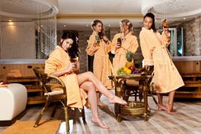 девушки, - группа девушек, модели, позы, бокалы, стол, халаты