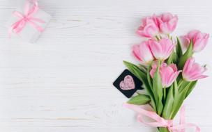 праздничные, подарки и коробочки, тюльпаны, подарок, сердечко
