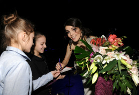 музыка, сати казанова, певица, цветы, люди, автограф