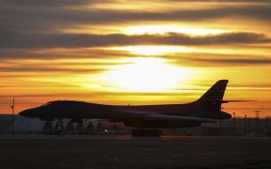 Rockwell B-1 Lancer обои для рабочего стола 2880x1800 rockwell b-1 lancer, авиация, боевые самолёты, rockwell, b1, lancer, b-1b, сверхзвуковой, стратегический, тяжелый, бомбардировщик, ввс, сша, вечер, закат, военный, аэродром, военная