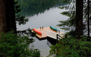 река, сосны, пирс, лодки, отражение