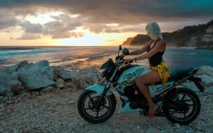 обои для рабочего стола 1920x1207 мотоциклы, мото с девушкой, блондинка, майка, юбка, мотоцикл, закат, берег