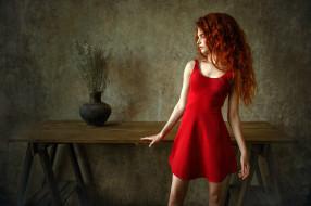 красное, платье