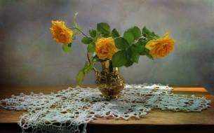 обои для рабочего стола 2560x1599 цветы, розы, кувшин, желтые, букет