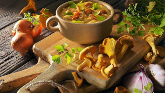 еда, первые блюда, суп, грибной, лисички, лук