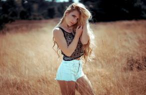 девушки, - блондинки,  светловолосые, шорты