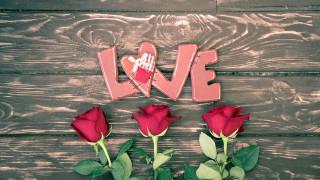 розы, надпись