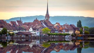 the rhine river,  stein am rhein,  schaffhausen,  switzerland, города, - улицы,  площади,  набережные, пейзаж, горы, рассвет, дома, церковь, город, набережная, лодка, деревья, швейцария