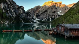 горы, озеро, лодки, домик, отражение