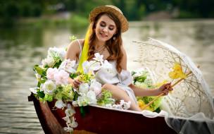 девушки, - рыжеволосые и разноцветные, лодка, зонтик, букет