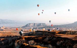 обои для рабочего стола 2560x1600 авиация, воздушные шары дирижабли, горы, шары, воздушные, полет