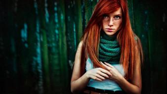 девушки, - рыжеволосые и разноцветные, рыжая, веснушки, шарф, майка, лес