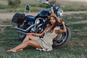 мотоциклы, мото с девушкой, девушка, мотоцикл, bike, модель, шатенка, красотка, поза, взгляд, макияж