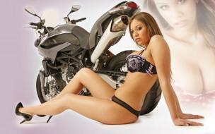 Девушка, мотоцикл, bike, модель, блондинка, красотка, поза, взгляд, макияж
