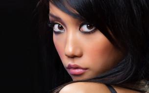 девушка, азиатка, портрет, лицо, макияж, причёска, фон, чёрный, брюнетка, поза