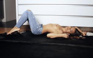 dominika chybova, эротика, брюнетки,  шатенки, dominika, chybova, девушка, модель, брюнетка, поза, сексуальная, стройная, джинсы, флирт
