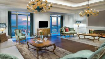 интерьер, гостиная, камин, ковры, люстры, диваны
