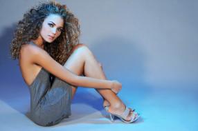 девушки, - блондинки,  светловолосые, девушка, модель, светловолосая, красотка, поза, взгляд, макияж, красавица, стройная, сексуальная, причёска, giusy, buscemi