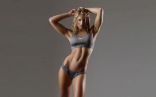 спорт, фитнес, девушка, модель, блондинка, поза, стройная, подтянутая, фигура, мышцы, упражнения, результат, причёска, макияж, взгляд, красотка