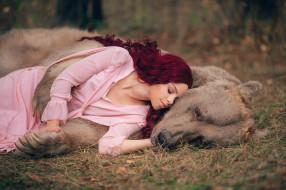 девушки, - рыжеволосые и разноцветные, девушка, медведь, животное, бурый, хищник, крашеная, сиреневый, поза, красотка, веснушки, друзья, степан, лес, дремучий, деревья
