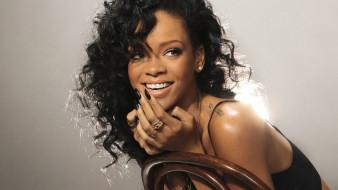 Rihanna обои для рабочего стола 2560x1440 rihanna, музыка, девушка, модель, певица, лицо, портрет, мулатка, взгляд, макияж, причёска, красотка, темнокожая