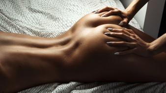 эротика, разные вместе, кровать, попка, руки