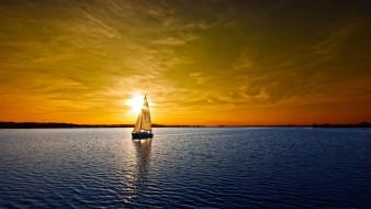 корабли, парусники, яхта, лодка, парусник, парус, ялик, вода, море, океан, закат, вечер, небо, солнце, золотое, отражение, красота, простор, гладь, пейзаж, даль