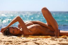 alina boyko, эротика, блондинки, alina, boyko, девушка, модель, блондинка, стройная, сексуальная, поза, пляж, песок, флирт