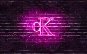 фиолетовый, логотип, calvin klein, 4k, кирпичная стена, логотип, модные бренды, неоновый