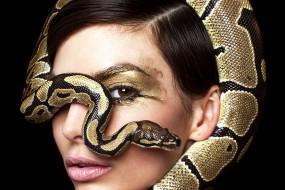 девушки, - креатив,  косплей, девушка, портрет, лицо, макияж, модель, креатив, косплей, cosplay, змея, брюнетка, причёска, взгляд