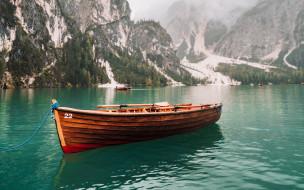 корабли, лодки,  шлюпки, горы, озеро